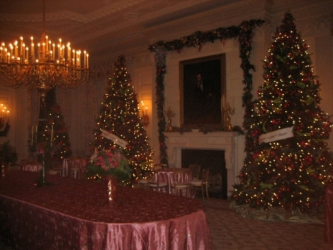 Photo - State Dining Room in White House Dec2011